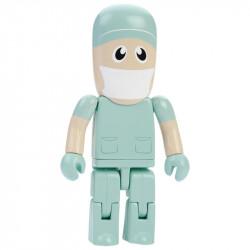 Pendrive w kształcie lekarza z maską chirurgiczną na twarzy.